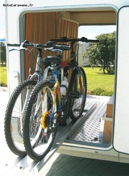 porte de garage pour camping car porte v los carry bike garage plus fiamma pour soute. Black Bedroom Furniture Sets. Home Design Ideas